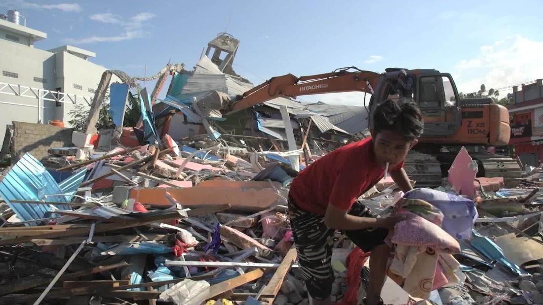 Indonesia tsunami: Death toll rises sharply as desperation grows