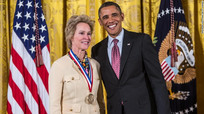 President Barack Obama awards the National Medal of Technology and Innovation to Frances H. Arnold in a ceremony at the White House on February 1, 2013.