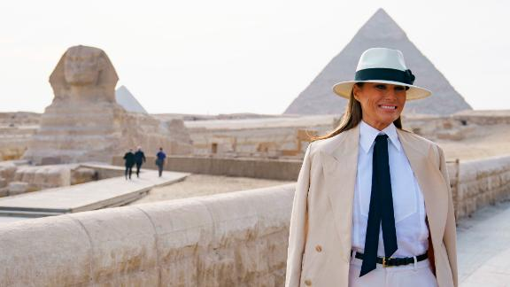 First lady Melania Trump visits the ancient statue of Sphinx, with the body of a lion and a human head, at the historic site of Giza Pyramids in Giza, near Cairo, Egypt, Saturday, Oct. 6, 2018.  (AP Photo/Carolyn Kaster)