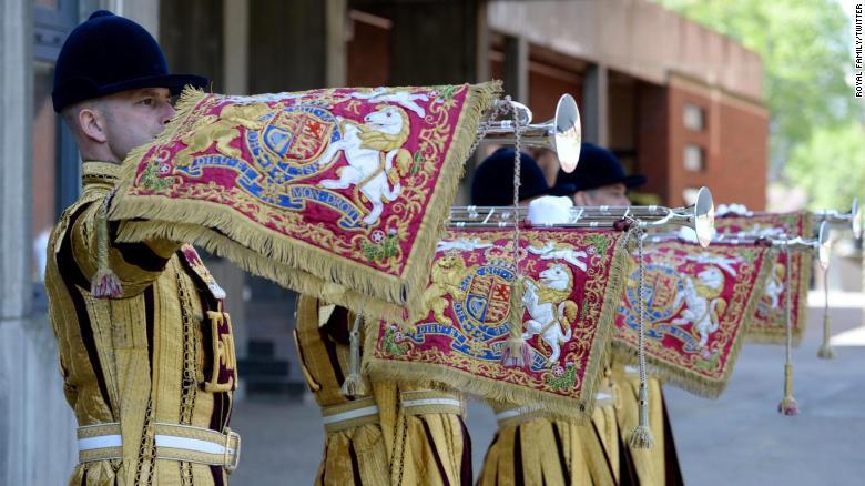 白金汉宫周六宣布,在即将举行的Eugenie公主和杰克布鲁克斯银行的婚礼中,来自家庭骑兵乐队的国家号手将大肆宣扬。