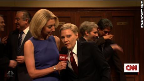 Heidi Gardner as CNN Dana Bash interviewed Kate McKinnon in her role as Senator Lindsey Graham.