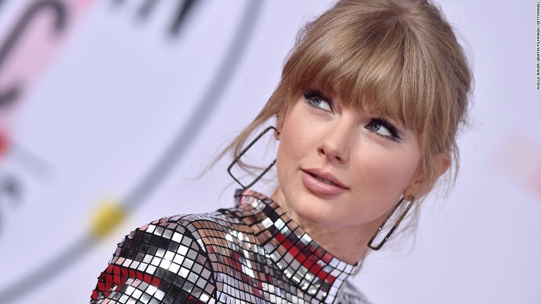 Taylor Swift calls on fans to vote during AMA acceptance speech