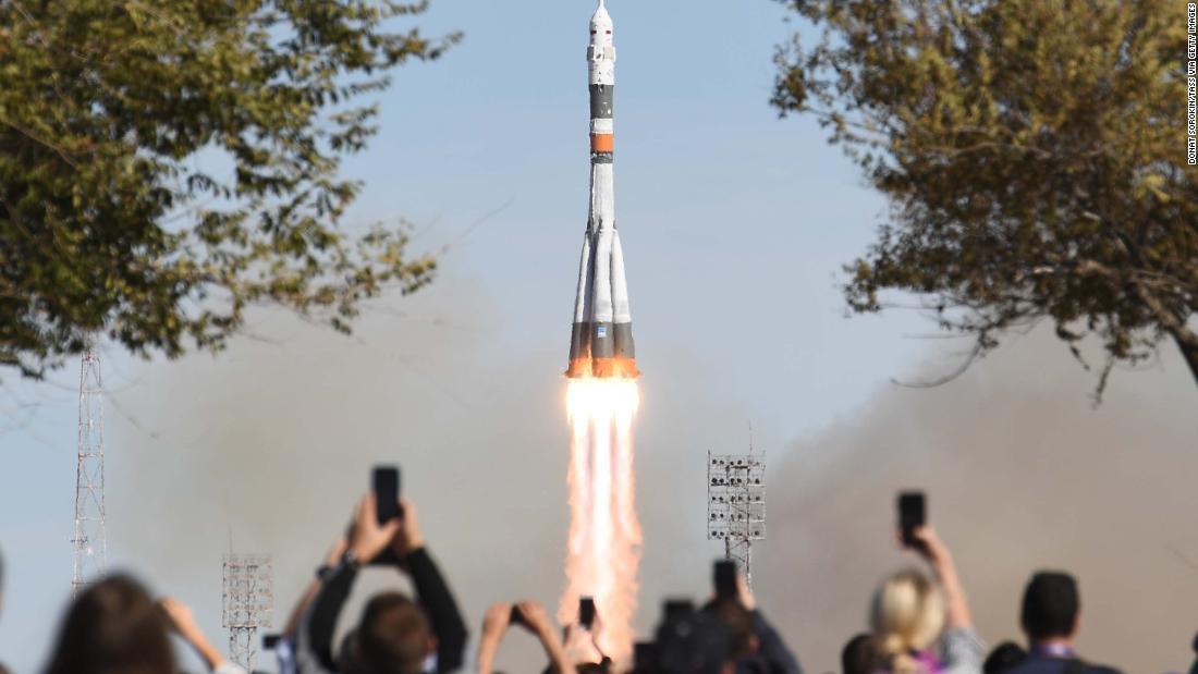 Soyuz rocket makes emergency landing with crew