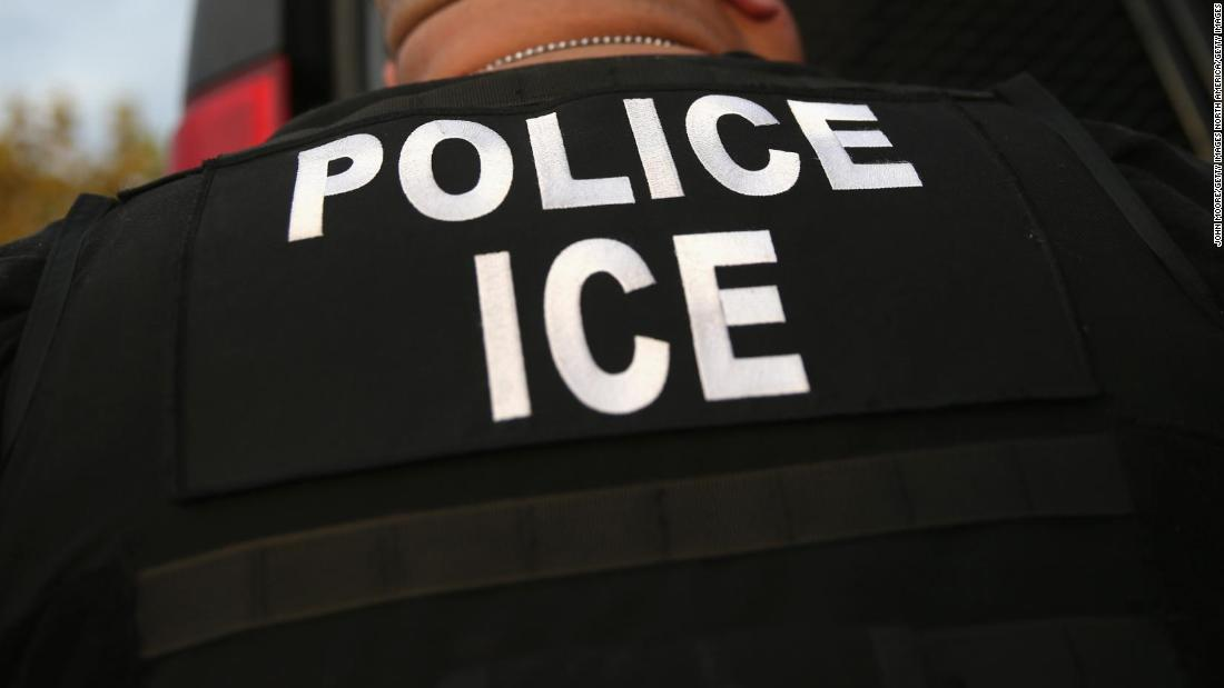 Chicago police won't cooperate with ICE raids, mayor says
