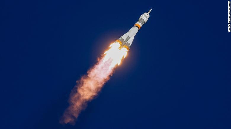 10月11日星期四,携带美国宇航员尼克海牙和俄罗斯宇航员Alexey Ovchinin的联盟号MS-10太空船在哈萨克斯坦拜科努尔航天发射场的发射台爆炸。