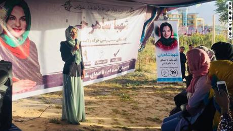 Shahba Shahrukhi talks to a group of women voters in Samangan about the importance of voting.