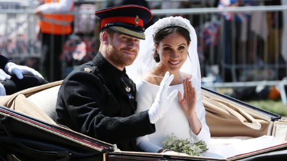 WINDSOR, ENGLAND - MAY 19: (EDITORS NOTE: Retransmission of #960087582 with alternate crop.) Prince Harry, Duke of Sussex and Meghan, Duchess of Sussex wave from the Ascot Landau Carriage during their carriage procession on Castle Hill outside Windsor Castle in Windsor, on May 19, 2018 after their wedding ceremony.  (Photo by Aaron Chown/WPA Pool/Getty Images)