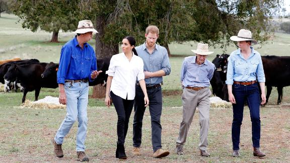 The royal couple visit the Woodleys, a farming family, in drought-stricken Dubbo.