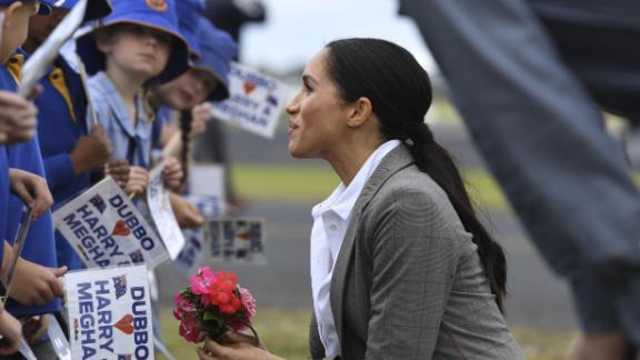 Meghan is greeted by schoolchildren following her arrival in Dubbo.