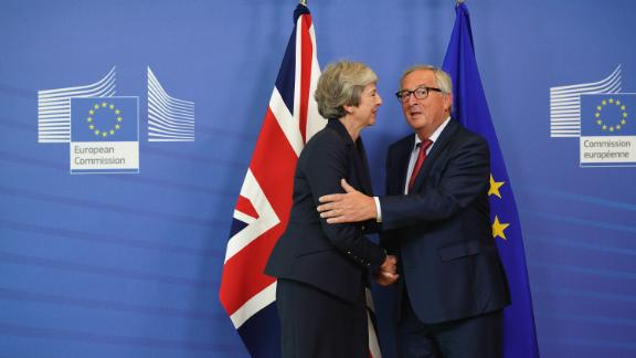 BRUSSELS, BELGIUM - OCTOBER 17:  (R) European Commission President Jean-Claude Juncker shakes hands with British Prime Minister Theresa May as she arrives for a bilateral meeting during Euro Summit on October 17, 2018 in Brussels, Belgium. During the October EU Council Meeting British Prime Minister, Theresa May, will address the assembled 27 EU Leaders on the progress of Brexit negotiations prior to an Article 50 working dinner. The 27 will also meet to discuss negotiations on the deepening of the Economic and Monetary Union, Migration and Internal Security.  (Photo by Pier Marco Tacca/Getty Images)