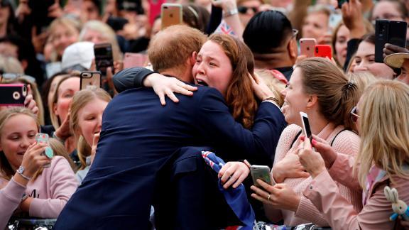 Harry hugs a member of the public as he arrives on Thursday, October 18, at the Royal Botanic Gardens in Melbourne, Australia.