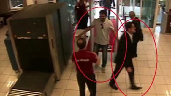 This image purports to show Mutreb arriving at Istanbul's Ataturk airport at 5:58 p.m.
