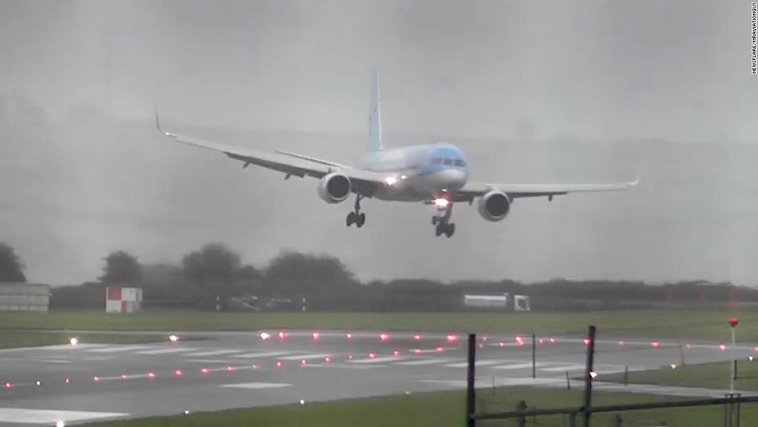 Plane appears to land sideways in heavy wind