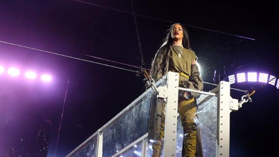 Rihanna performs at 2016 Budweiser Made In America Festival - Day 1 on September 3, 2016 in Philadelphia, Pennsylvania.  (Photo by Shareif Ziyadat/WireImage)