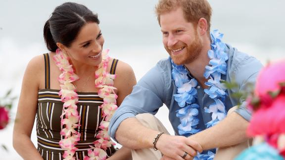 SYDNEY, AUSTRALIA - OCTOBER 19:  Prince Harry, Duke of Sussex and Meghan, Duchess of Sussex talk to members of OneWave, an awareness group for mental health and wellbeing at South Bondi Beach on October 19, 2018 in Sydney, Australia. The Duke and Duchess of Sussex are on their official 16-day Autumn tour visiting cities in Australia, Fiji, Tonga and New Zealand.  (Photo by Chris Jackson - Pool/Getty Images)