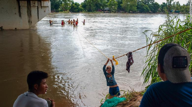 Central American migrants used a rope to get across part of Suchiate River.