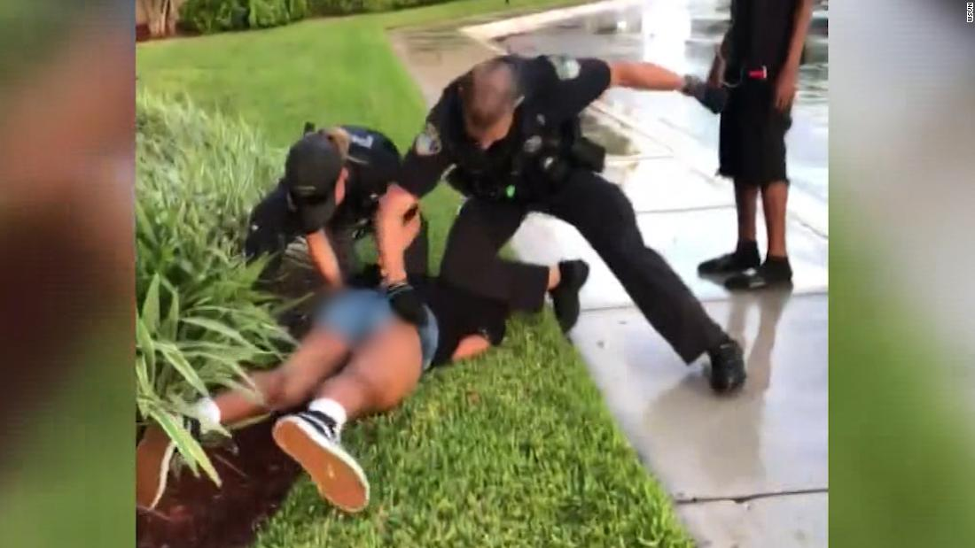 Video shows Florida officer hitting 14-year-old twice during arrest thumbnail