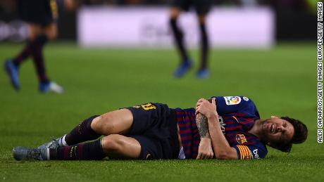 Lionel Messi: Barcelona star to miss El Clasico after fracturing right arm