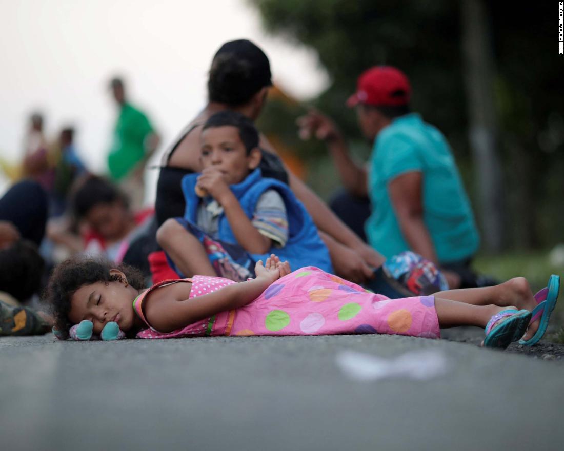 Chaos erupts as caravan reaches Mexico border - CNN