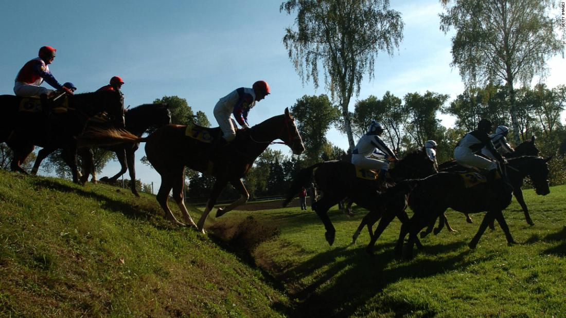 The race is more than just a 6,900 meter long steeplechase, it's also a cross-country race. While the course is mainly grass, horses also run through ploughed fields.