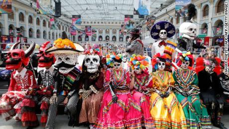 Desfile De Día De Muertos Catrinas Y Calaveras Para Celebrar La