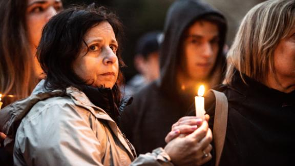 PITTSBURGH, PA, UNITED STATES - 2018/10/27: Emotions are high as the vigil is underway. Aftermath of the mass shooting at the Tree of Life Synagogue in Squirrel Hill, Pittsburgh, PA.  While much tragedy struck the neighborhood, many people from the whole city physically came together and many from around the world showed their support. (Photo by Aaron Jackendoff/SOPA Images/LightRocket via Getty Images)