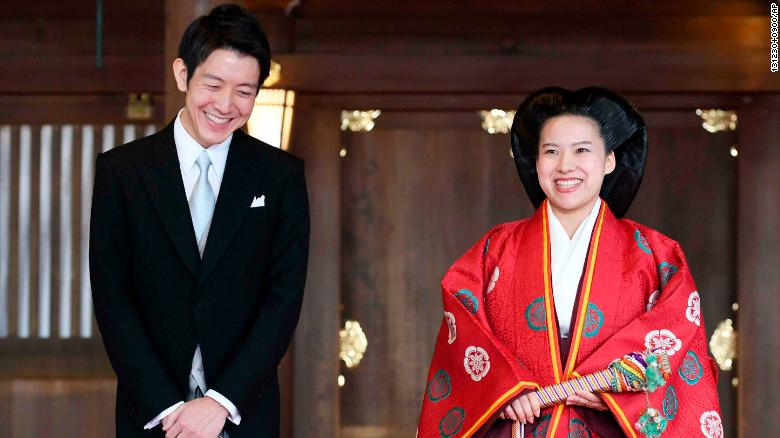 Japanese Princess marries for love, loses title