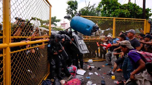 Guatemalan riot police clash with Honduran migrants trying to cross the Guatemala-Mexico international border bridge in Ciudad Tecun Uman, Guatemala, on October 28, 2018.