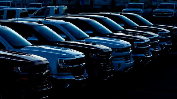 General Motors Co. Chevrolet pickup trucks sit on display for sale at a car dealership in Louisville, Kentucky, U.S., on Wednesday, Jan. 31, 2018. General Motors Co. is scheduled to release earnings figures on February 6. Photographer: Luke Sharrett/Bloomberg via Getty Images