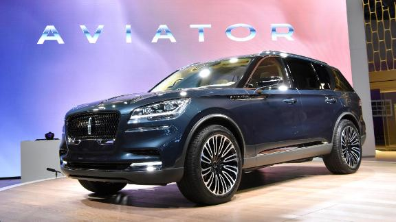 A preview version of the Lincoln Aviator was unveiled at the New York Auto Show.