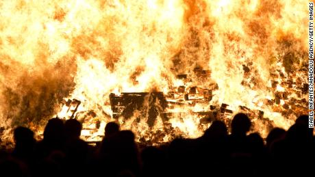 Effigies are burned to celebrate the arrest of Guy Fawkes, who plotted to kill King James I in 1605.
