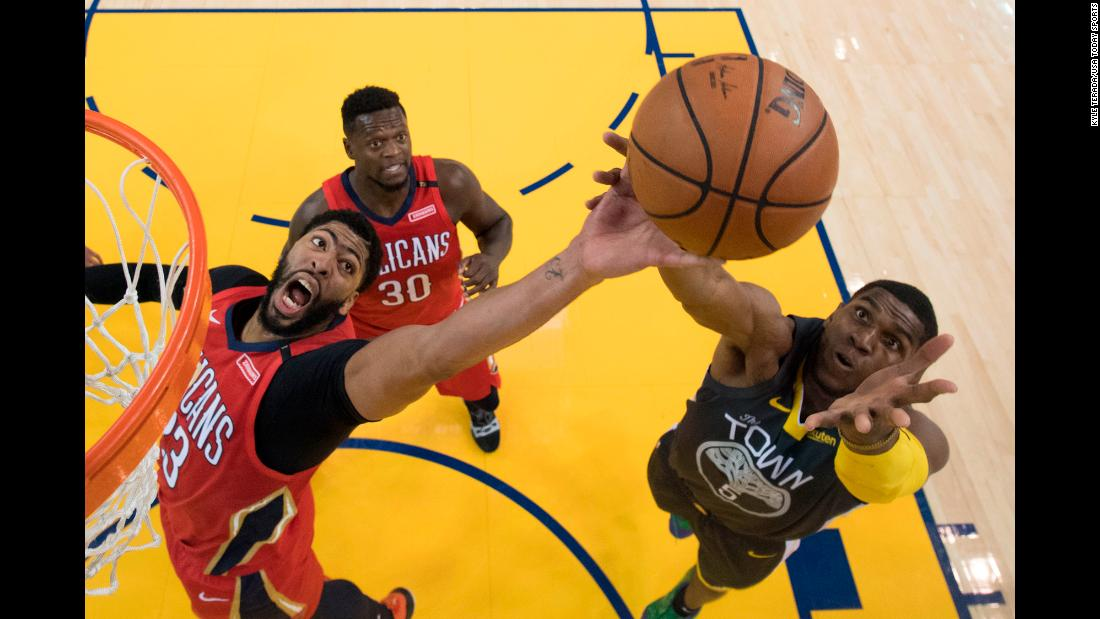 New Orleans Pelicans forward Anthony Davis and Golden State Warriors forward Kevon Looney fight for the rebound during the second half at Oracle Arena on October 31, 2018.