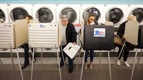 People vote at the Sunueva Laundromat in Chicago.