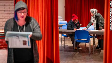 Voters cast ballots at a polling station in Minneapolis, Minnesota on November 6, 2018. - Americans started voting Tuesday in critical midterm elections that mark the first major voter test of US President Donald Trump's controversial presidency, with control of Congress at stake. (Photo by Kerem Yucel / AFP)        (Photo credit should read KEREM YUCEL/AFP/Getty Images)