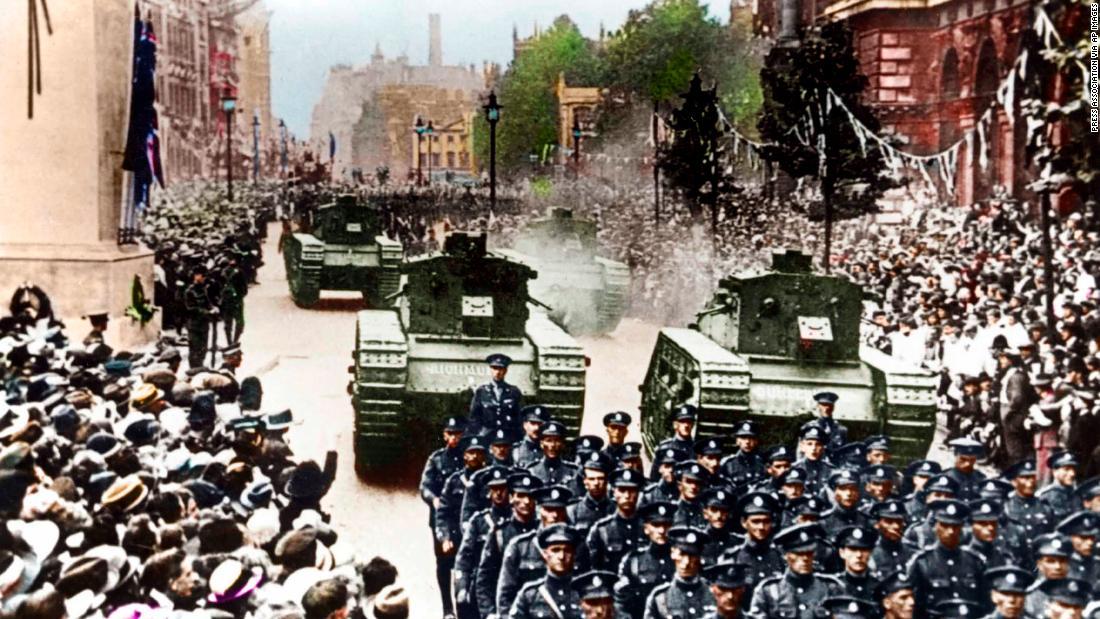 Rare color photos show reality of WWI