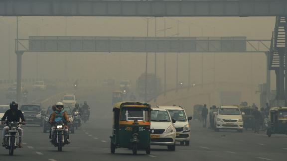 Motorists are seen along a busy road amid heavy smog in New Delhi on November 8, 2018. - Air pollution in New Delhi hit hazardous levels on November 8 after a night of free-for-all Diwali fireworks, despite Supreme Court efforts to curb partying that fuels the Indian capital's toxic smog problem. (Photo by Prakash SINGH / AFP)        (Photo credit should read PRAKASH SINGH/AFP/Getty Images)