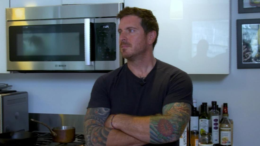'Iron Chef' fights chronic pain with food