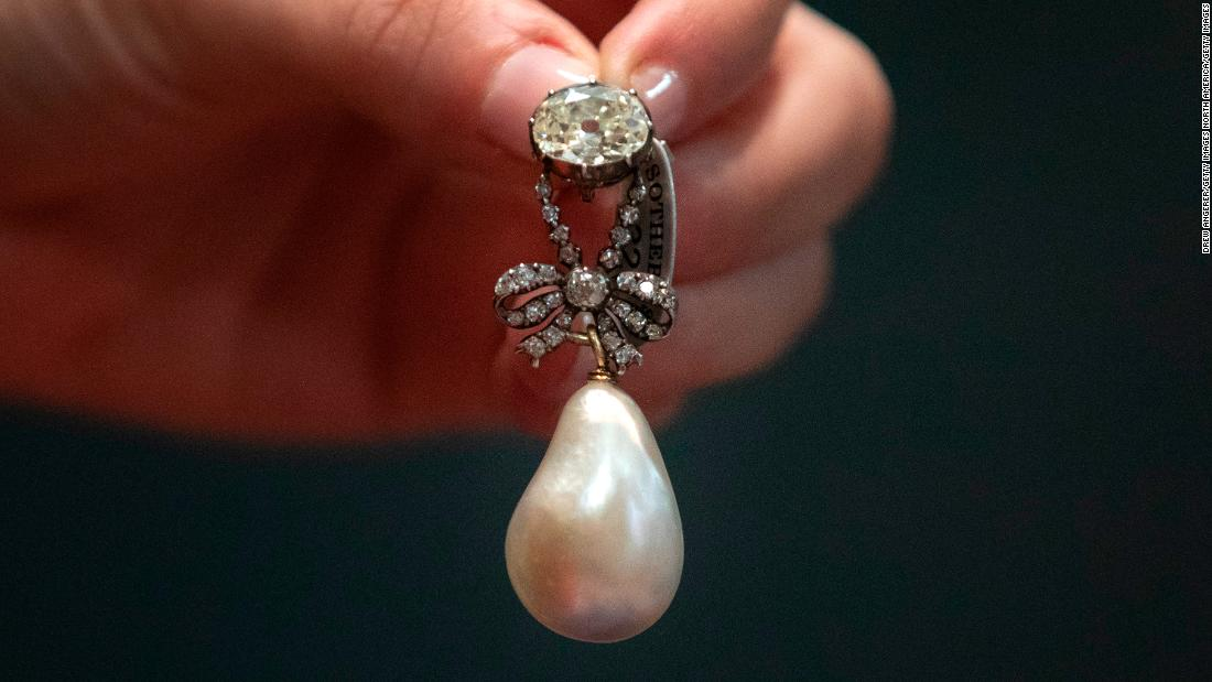 Image result for marie antoinette drop pearl sells at auction