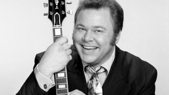"""LOS ANGELES - APRIL 25: Roy Clark, string instrument player and host of the CBS television country music and variety show, """"Hee Haw."""" Image dated April 25, 1969. Los Angeles, CA. (Photo by CBS via Getty Images)"""
