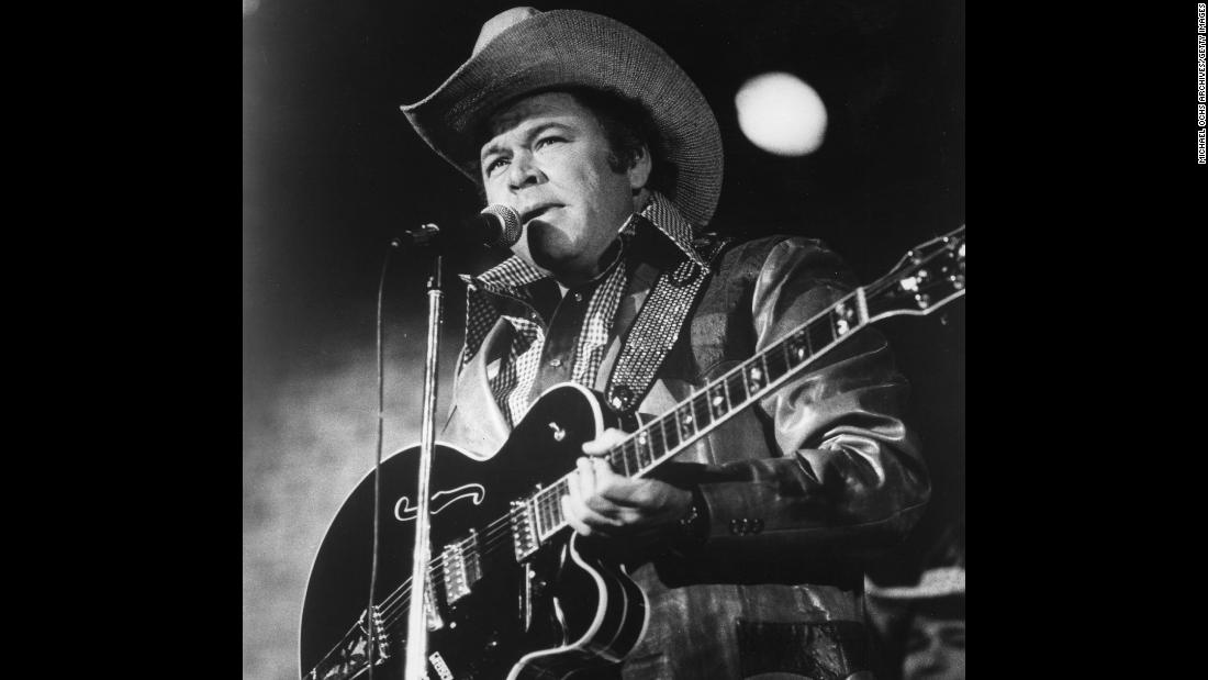 "<a href=""https://www.cnn.com/2018/11/15/entertainment/roy-clark-dies/index.html"" target=""_blank"">Roy Clark</a>, a country music star and former host of the long-running TV series ""Hee Haw,"" died November 15, his publicist told CNN. He was 85."