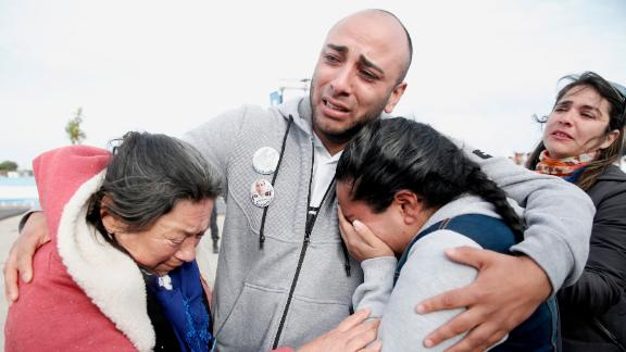 Relatives of the missing embrace Thursday in Mar del Plata after observing the sub