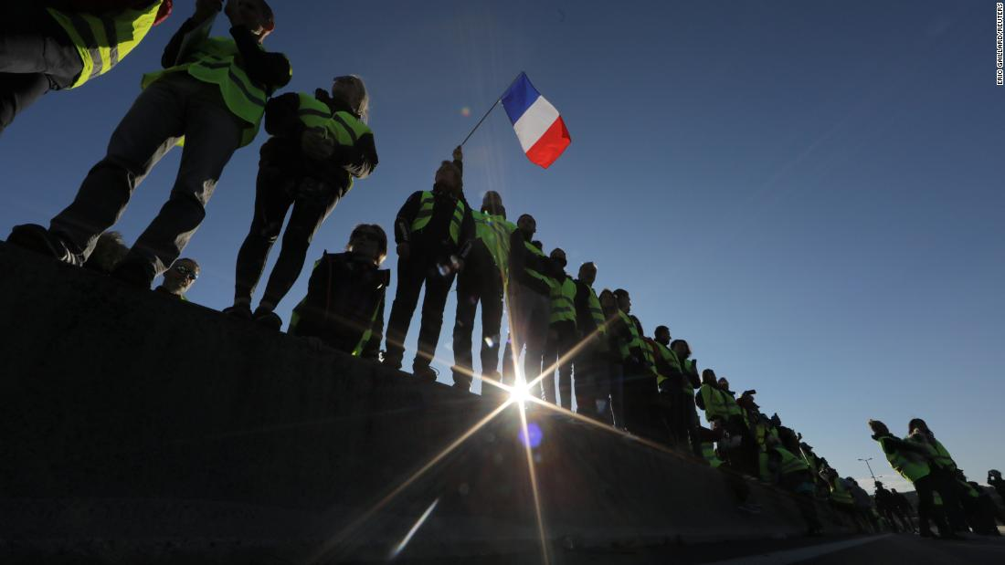 French fuel protests leave 1 dead, dozens injured