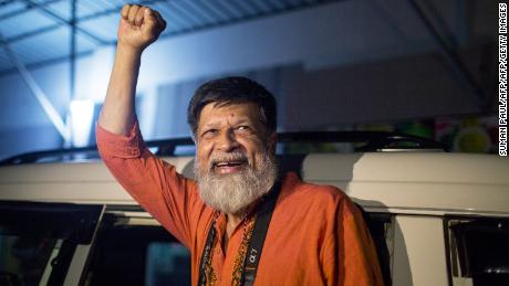 Bangladeshi photographer and activist Shahidul Alam reacts as he is released from Dhaka Central Jail, Keraniganj, near Dhaka, on November 20, 2018.