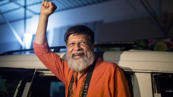 """Bangladeshi photographer and activist Shahidul Alam reacts as he is released from Dhaka Central Jail, Keraniganj, near Dhaka, on November 20, 2018, after he was granted bail by the high court a few days prior. - Award-winning Bangladeshi photographer and activist Shahidul Alam was released from prison on November 20 after more than 100 days behind bars, in a closely watched freedom of speech case. The 63-year-old Alam was arrested on August 5 for making """"false"""" and """"provocative"""" statements on Al Jazeera television and Facebook during student protests. (Photo by Suman Paul / AFP)        (Photo credit should read SUMAN PAUL/AFP/Getty Images)"""