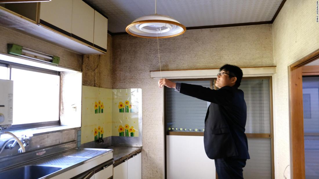 Kazutaka Niijima inside one of the akiya that Okutama will give away for free in 2019.