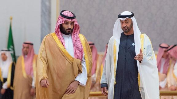 Crown Prince and Defense Minister of Saudi Arabia Mohammad bin Salman al-Saud  is welcomed by Crown Prince of Abu Dhabi Mohammed bin Zayed Al Nahyan with an official ceremony in Abu Dhabi, United Arab Emirates on November 22, 2018.