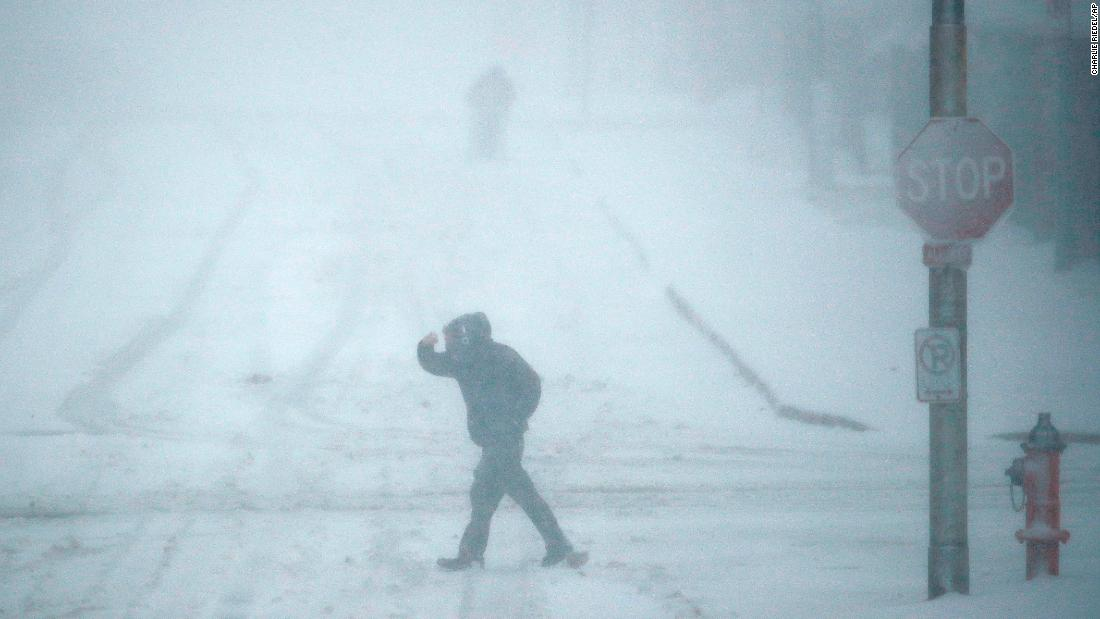 Winter storm brings heavy snow to Midwest, causing major travel delays