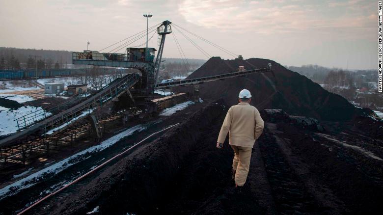 Рабочий на угольной шахте Бельшовице, в Руде Сласке, Польша, февраль 2015 года.