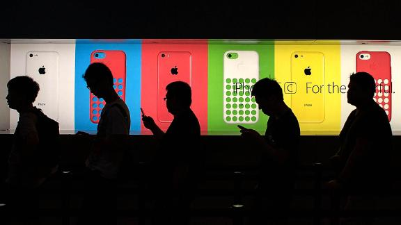 Moving production to the United States would make iPhones more expensive.