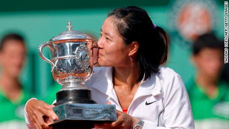 China's Li Na holds her trophy after winning against Italia's Francesca Schiavone their Women's final match in the French Open tennis championship at the Roland Garros stadium, on June 4, 2011 in Paris. (Photo credit should read THOMAS COEX/AFP/Getty Images)